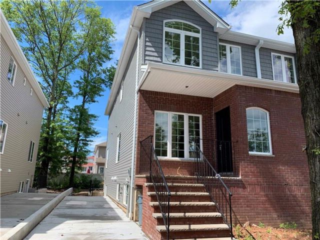 3 BR,  4.00 BTH  Single family style home in Annadale